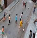 دراسة طبية حديثة : اللعب حافي القدمين يقوي المهارات الحركية للاطفال والمراهقين