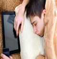 تجنّب النوم بجانب الهاتف والأجهزة الالكترونية وإلّا..