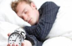 باحثين:  عدم على قسط واف من النوم أو النوم لساعات طويلة يزيد من مخاطر الإصابة بأزمة قلبية