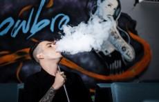 """تقرير أمريكي يكشف عن """"مرض نادر"""" مرتبط بالسجائر الإلكترونية"""