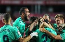 ريال مدريد يعبر غرناطة بشق الانفس ويقترب من حسم لقب الليجا