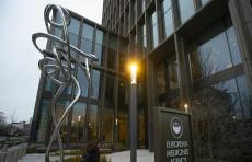 """تقرير: مؤامرة لضرب الثقة في لقاحات كورونا """"وجهاز استخبارات"""" وراء العملية"""