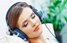 لهذا السبب... توقفي عن الاستماع للموسيقى قبل النوم!