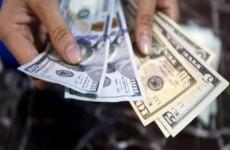 اسعار صرف الدولار تسجل أرتفاعا طفيفاً أمام الدينار العراقي في سوق العملات المحلية