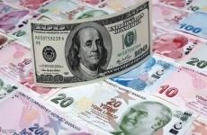 الليرة التركية تتارجع الى مستوى قياسي امام الدولار