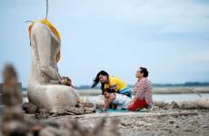 الجفاف الشديد يكشف المعبد التايلاندي الغريق