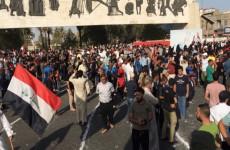 المئات يتظاهرون في ساحة التحرير دعما للجيش العراقي