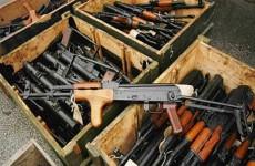 مد ايران بالسلاح خلال الحرب مع العراق.. من هو أشهر تجار السلاح بالعالم
