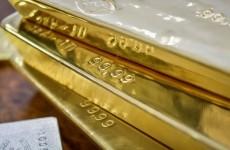 أسعار الذهب تتمسك بمكاسب الجلسة السابقة
