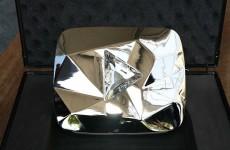 """أول فنان عربي يحصل على الدرع الماسي من """"يوتيوب"""""""