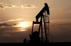 النفط يغلق بما يزيد عن 2٪ بسبب إغلاق الصين ومخاوف التحفيز الأمريكي