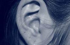 هل يسبب كورونا فقدان حاسة السمع؟