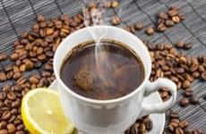 فوائد مذهلة لإضافة الليمون على القهوة.. هل جرّبتها؟