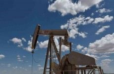 رغم انخفاضها.. اسعار النفط تبقى عند اعلى مستوى في عامين