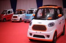 دولة عربية تعلن موعد طرح أول سيارة كهربائية