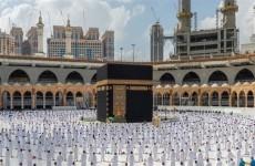 السعودية تكشف عن اعداد المعتمرين منذ إطلاق العمرة الآمنة.. ماذا عن اصابات كورونا