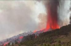 إجلاء 5000 شخص بعد ثوران بركان في جزر الكناري الإسبانية (فيديو)