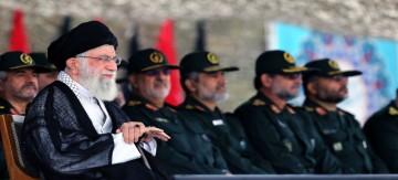خامنئي: سيندم أي معتد يهاجم إيران