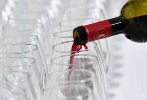 هل النبيذ الأحمر مفيد حقا؟
