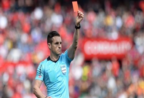 منح الحكام حق إشهار بطاقة حمراء لأي لاعب يسعل بشكل متعمد