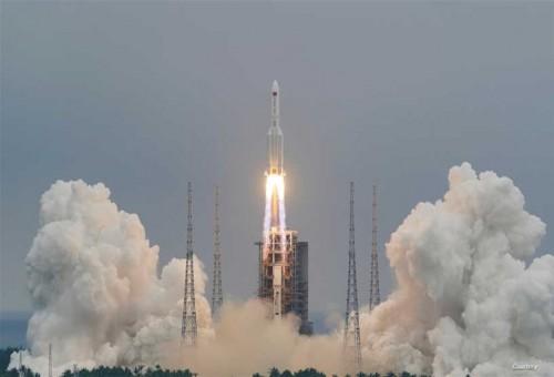 صاروخ فضائي يخرج عن السيطرة وقد يسقط على الارض قريبا