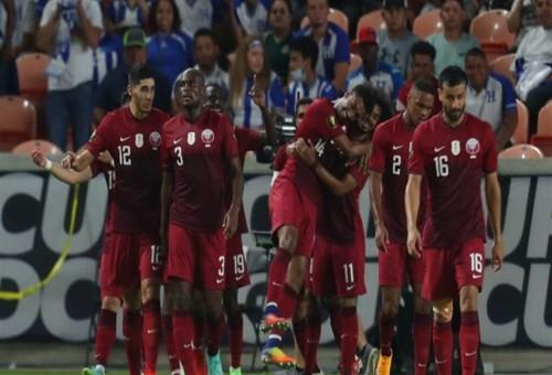 قطر تهزم هندوراس وتبلغ دور الثمانية بالكأس الذهبية (فيديو)