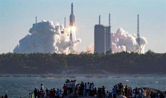 أول صورة للصاروخ الصيني التائه